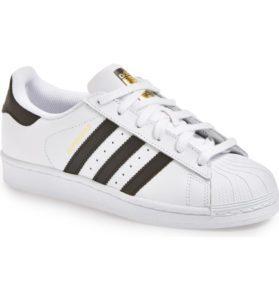 passende Schuhe für Mädchendenim
